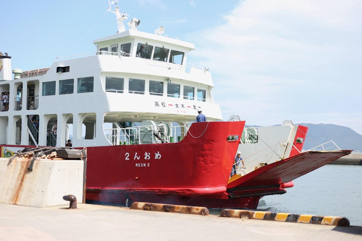 男木島行きの船