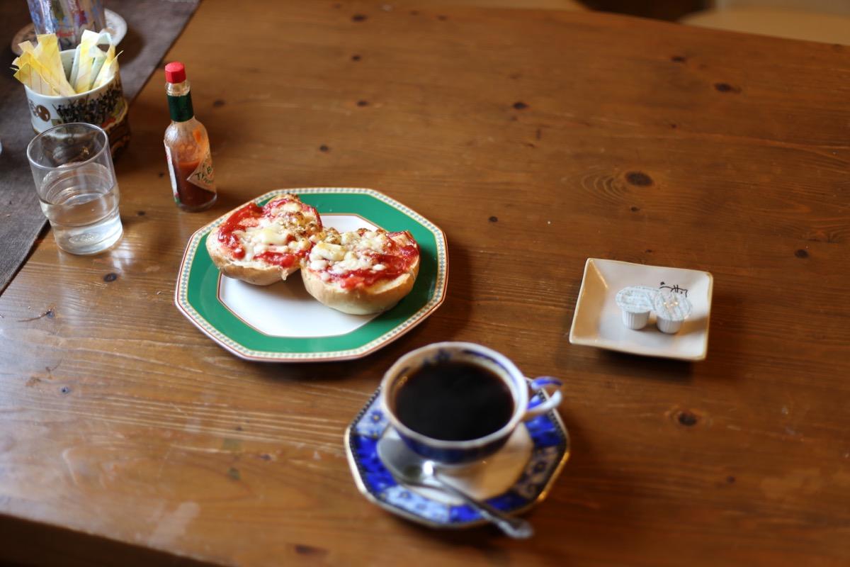 ピザトーストとコーヒー